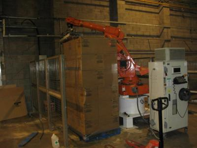 ROBOT CELL FOR PALLETISING CARTONS OF POTATO CRISP